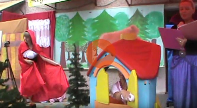 Czerwony Kapturek 2017 – przedstawienie w wykonaniu rodziców [VIDEO]