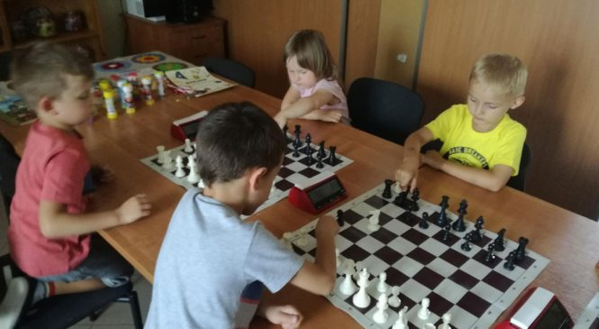 Turniej szachowy w Przedszkolu Krasnal