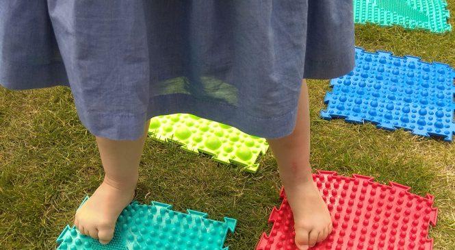 Zabawy sensoryczno-ruchowe na świeżym powietrzu