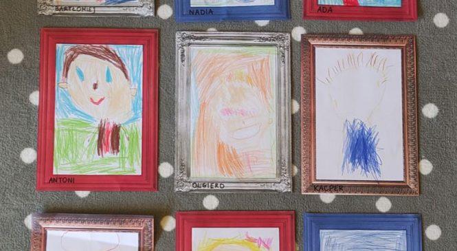 """Portrety i autoportrety – gr. """"Motylki"""" 🦋👱♂️👱♀️"""